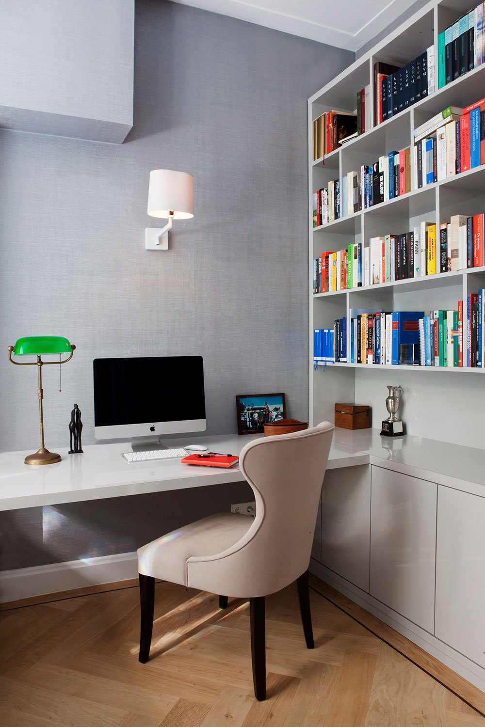 dutch interior design imac book shelve