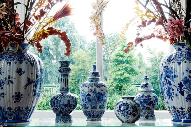 stock dutch interior design delfts blauw blue vase