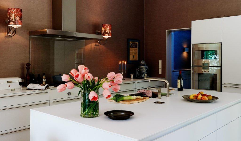 stock dutch interior design pink tulips kitchen