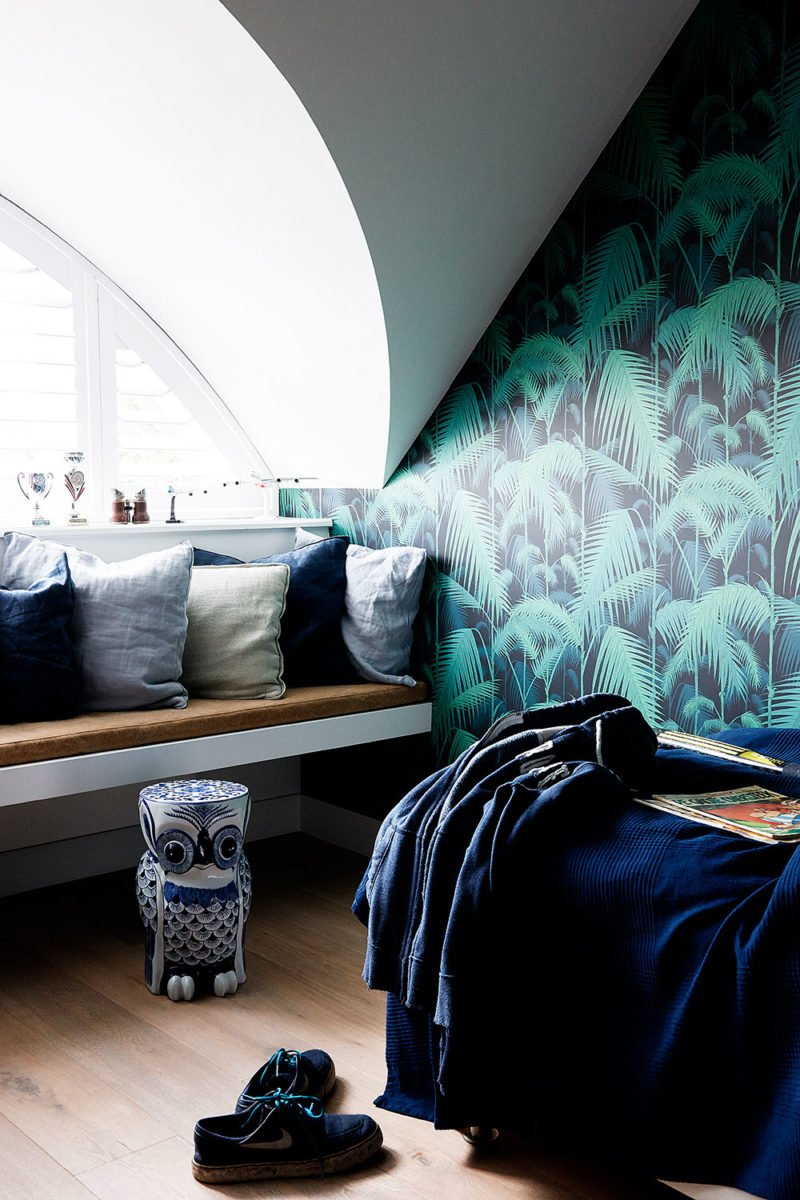 tropical wallpaper in bedroom