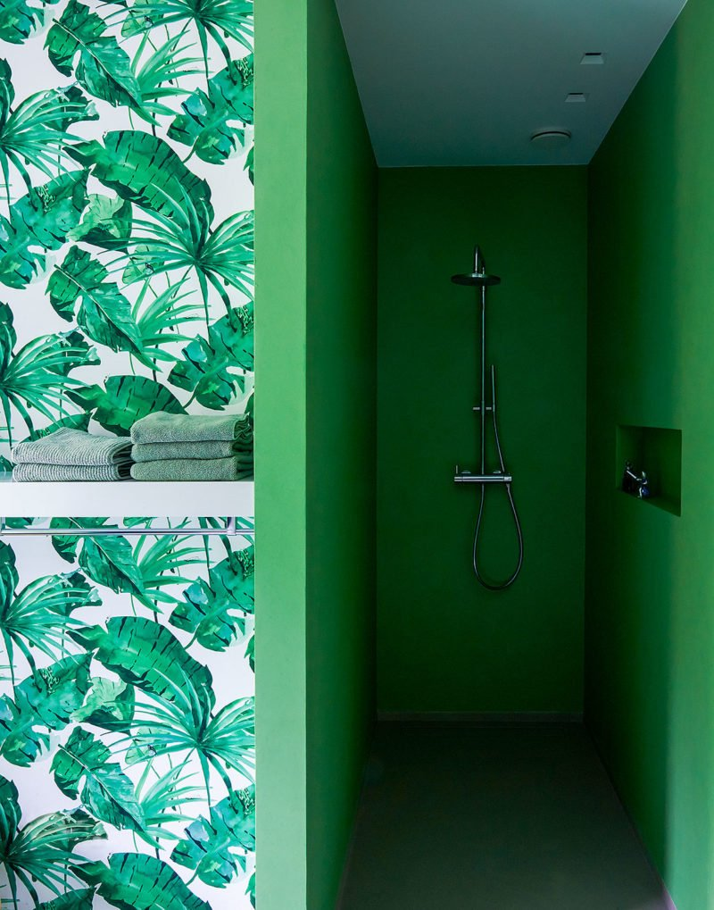 dutch interior design green shower leaf wallpaper
