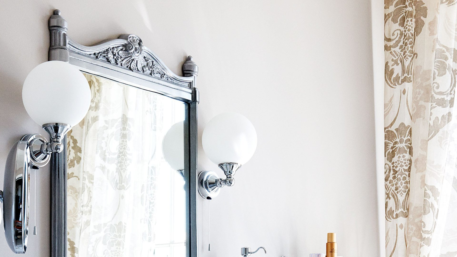 classic mirror with light bulbs